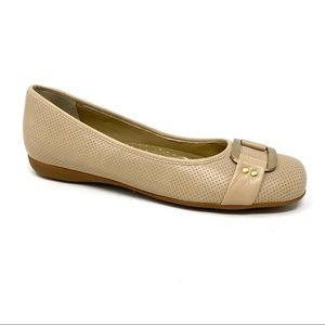 Trotters Sizzle Signature flats Nude Perforated